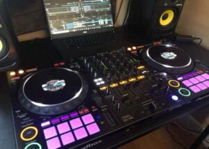 Los mejores controladores de DJ de 4 canales